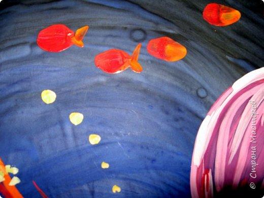 Хочу предложить вам нарисовать вот таких прелестных созданий - медуз. Мы рисовали их с детьми 5-6 лет, результат их работы будет в конце МК. Нам понадобится: бумага А3, гуашь, диск компьютерный (можно его заменить на кусочек оргстекла), кисть щетина круглая №7, кисти пони №3, 5, 7/9, и хорошее настроение. фото 29