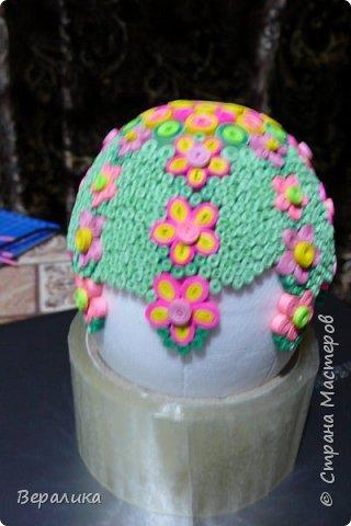Вот такое Пасхальное яйцо сделали мы вместе с внучкой. Ей 9 лет, а полосочки она начала крутить с 5 лет. Захотела маме на Пасху сделать подарок. Вот на зимних каникулах мы начали его делать, а закончили 15 апреля. фото 2