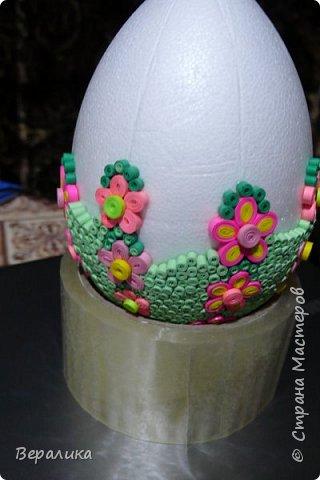 Вот такое Пасхальное яйцо сделали мы вместе с внучкой. Ей 9 лет, а полосочки она начала крутить с 5 лет. Захотела маме на Пасху сделать подарок. Вот на зимних каникулах мы начали его делать, а закончили 15 апреля. фото 3