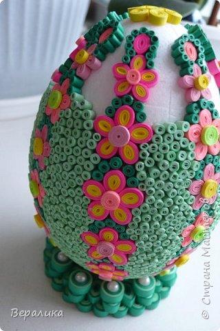 Вот такое Пасхальное яйцо сделали мы вместе с внучкой. Ей 9 лет, а полосочки она начала крутить с 5 лет. Захотела маме на Пасху сделать подарок. Вот на зимних каникулах мы начали его делать, а закончили 15 апреля. фото 8
