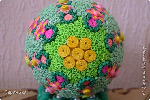 Вот такое Пасхальное яйцо сделали мы вместе с внучкой. Ей 9 лет, а полосочки она начала крутить с 5 лет. Захотела маме на Пасху сделать подарок. Вот на зимних каникулах мы начали его делать, а закончили 15 апреля. фото 11