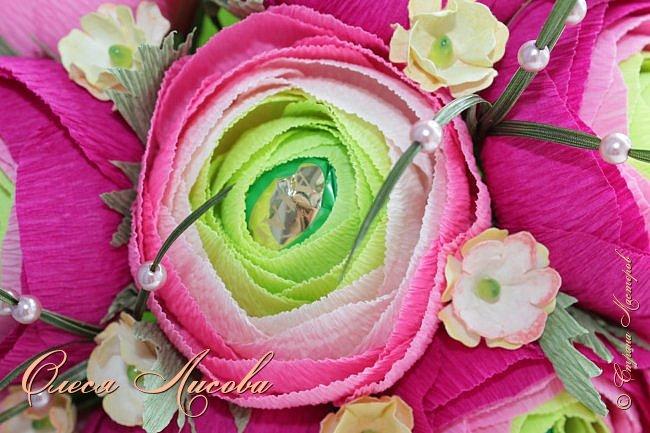 Рада видеть всех на своей страничке! Здравствуйте! Создался вот такой букет на день рождение коллеге и подруге. Ранункулюсы...лютики-цветочки. Красивые, яркие, необычные цветы...Очень понравилось их делать. Думаю, получилось! фото 4