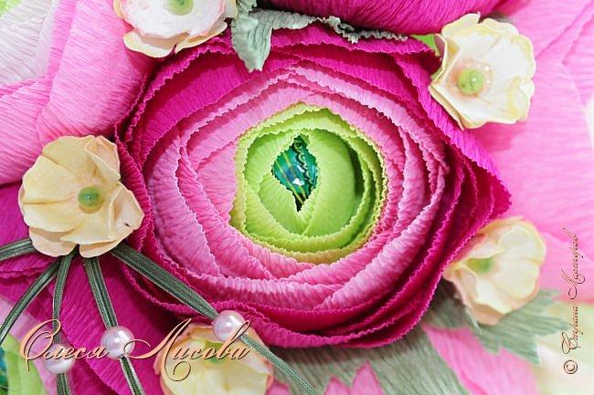 Рада видеть всех на своей страничке! Здравствуйте! Создался вот такой букет на день рождение коллеге и подруге. Ранункулюсы...лютики-цветочки. Красивые, яркие, необычные цветы...Очень понравилось их делать. Думаю, получилось! фото 5
