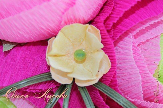 Рада видеть всех на своей страничке! Здравствуйте! Создался вот такой букет на день рождение коллеге и подруге. Ранункулюсы...лютики-цветочки. Красивые, яркие, необычные цветы...Очень понравилось их делать. Думаю, получилось! фото 6