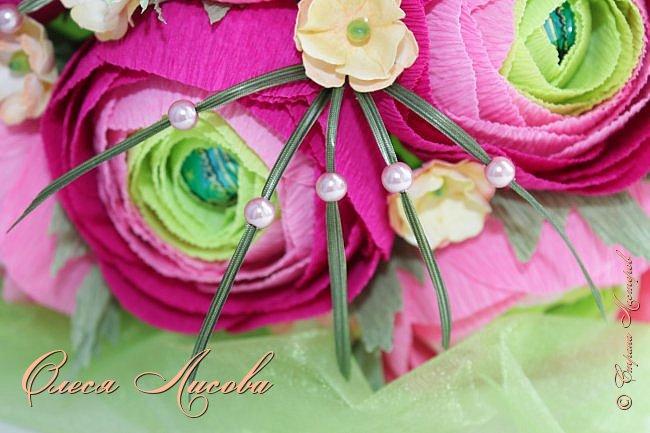 Рада видеть всех на своей страничке! Здравствуйте! Создался вот такой букет на день рождение коллеге и подруге. Ранункулюсы...лютики-цветочки. Красивые, яркие, необычные цветы...Очень понравилось их делать. Думаю, получилось! фото 7