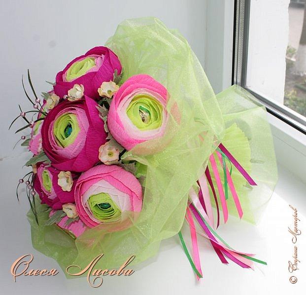 Рада видеть всех на своей страничке! Здравствуйте! Создался вот такой букет на день рождение коллеге и подруге. Ранункулюсы...лютики-цветочки. Красивые, яркие, необычные цветы...Очень понравилось их делать. Думаю, получилось! фото 8