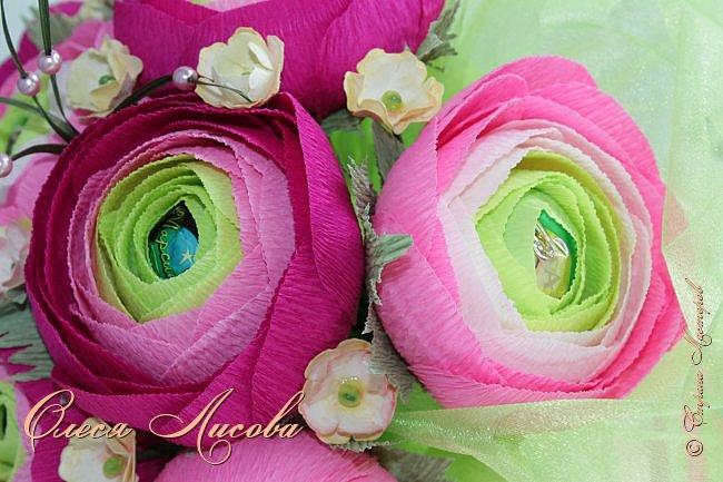Рада видеть всех на своей страничке! Здравствуйте! Создался вот такой букет на день рождение коллеге и подруге. Ранункулюсы...лютики-цветочки. Красивые, яркие, необычные цветы...Очень понравилось их делать. Думаю, получилось! фото 9