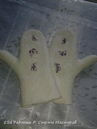 Варежки, свалянные из мериносовой шерсти. Отделка волокна вискозы,шелк,чешский бисер.  фото 2