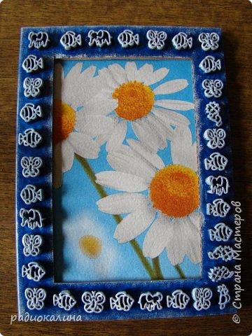 Так случилось, что мне подарили для творчества рамки картонные , хотелось в работе показать как по-разному можно декорировать их в зависимости от сюжета и изображения на фото или картине. Надеюсь, что мне удалось декорировать их неожиданно и оригинально и кому-то мои работы пригодятся в дальнейшем. Фотографий много - запаситесь терпением. Спасибо за внимание! фото 4