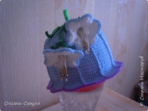 Шляпок такого типа я не вязала.Это первый учебный вариант.Самая большая проблема- у меня- пришить всю эту красоту на шляпку.Нитки остались от предыдущего заказа--решила сделать подарок для девочки.Вот что получилось. фото 3