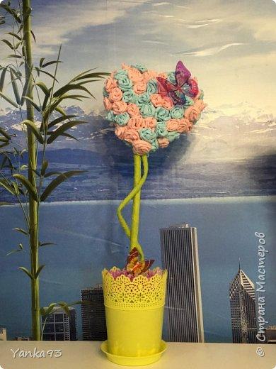Первый из вуали декорирован бабочками и цветочками фото 3