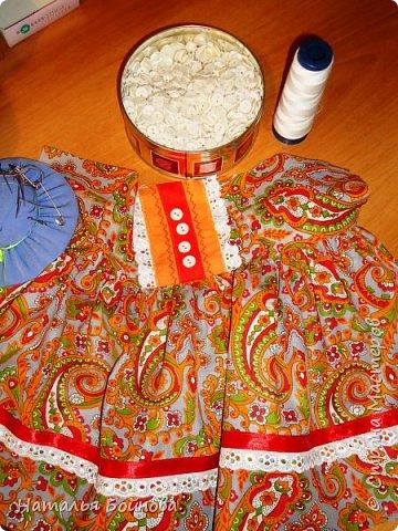 """Кукла - грелка на заварник """"Бабушка, которая всегда будет рядышком"""". Куклу шила на заказ для большого чайника- заварника. Высота куклы 43 см, диаметр юбки- грелки 26 см. Кукла выполнена в технике скульптурный текстиль.  Платье из хлопка, расшито кружевами, дополнено лентами,тесьмой, бусинами и пуговичками.  фото 7"""