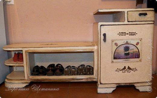 """Всем привет! Был у меня бабушкин комплект тумбочек и комод 60-х годов. Состояние - ужасное, шпон местами облез, краска местами обсыпалась. Давно хотела их обновить и сделать комплектик на кухню. Задача из мебели 70-лет, сделать 100-150 летнюю))) в стиле кантри, под плиточку на кухне. Вот результаты """"до"""" и """"после""""))) Прошу прощения за качество фото: освещение не очень(. фото 5"""