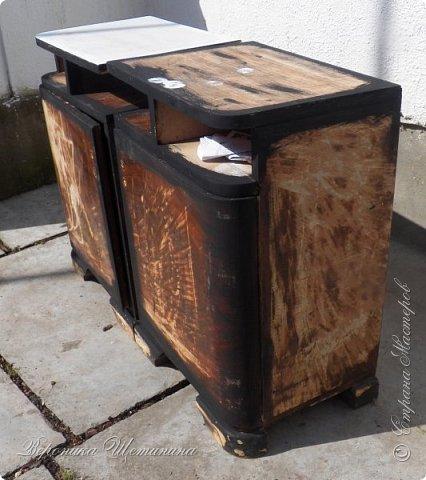 """Всем привет! Был у меня бабушкин комплект тумбочек и комод 60-х годов. Состояние - ужасное, шпон местами облез, краска местами обсыпалась. Давно хотела их обновить и сделать комплектик на кухню. Задача из мебели 70-лет, сделать 100-150 летнюю))) в стиле кантри, под плиточку на кухне. Вот результаты """"до"""" и """"после""""))) Прошу прощения за качество фото: освещение не очень(. фото 8"""