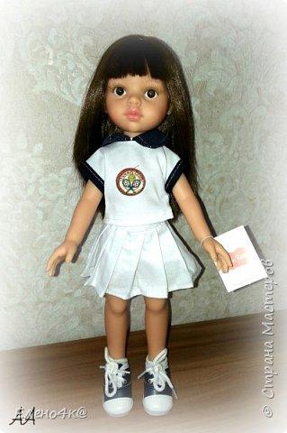 """Совсем недавно (в марте) я узнала о куклах от испанской фирмы Paola Reina, которые """"приятно пахнут ванилью"""", имеют рост 32 см и очень реалистично выглядят. По поводу приятности запаха: я бы поспорила с этим утверждением, но на вкус и цвет, как говорят...  В общем, сначала я отнеслась к этим девочкам очень спокойно и даже равнодушно. Но потом что-то заклинило в моем мозгу и у появилась навящивая мысль: """"Я ее хочу!""""  В итоге, после недельных ожиданий ко мне приехала она - Carol.  Дома назвала я ее Аленушкой. Честно сказать, напомнила эта куколка мне меня же саму в детстве)))  И, собственно, покорила меня своими огромными глазками, пухлыми щечками и густющей шевелюрой. фото 1"""