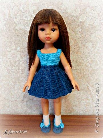 """Совсем недавно (в марте) я узнала о куклах от испанской фирмы Paola Reina, которые """"приятно пахнут ванилью"""", имеют рост 32 см и очень реалистично выглядят. По поводу приятности запаха: я бы поспорила с этим утверждением, но на вкус и цвет, как говорят...  В общем, сначала я отнеслась к этим девочкам очень спокойно и даже равнодушно. Но потом что-то заклинило в моем мозгу и у появилась навящивая мысль: """"Я ее хочу!""""  В итоге, после недельных ожиданий ко мне приехала она - Carol.  Дома назвала я ее Аленушкой. Честно сказать, напомнила эта куколка мне меня же саму в детстве)))  И, собственно, покорила меня своими огромными глазками, пухлыми щечками и густющей шевелюрой. фото 6"""