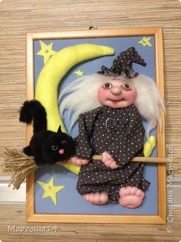 """Привет,Страна Мастеров! Представляю вам панно """"Ведьмочка"""",размер 20 см на 30 см. Долго обдумывала,как сделать,и вот,что получилось. Добрая Ведьмочка всегда со своим котом,присела отдохнуть на месяце. фото 1"""