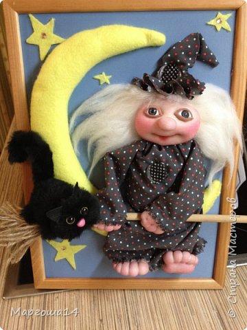"""Привет,Страна Мастеров! Представляю вам панно """"Ведьмочка"""",размер 20 см на 30 см. Долго обдумывала,как сделать,и вот,что получилось. Добрая Ведьмочка всегда со своим котом,присела отдохнуть на месяце. фото 2"""