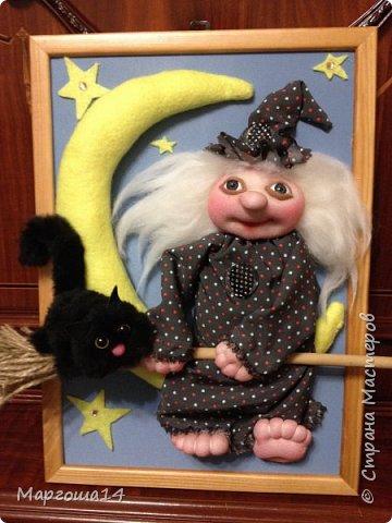 """Привет,Страна Мастеров! Представляю вам панно """"Ведьмочка"""",размер 20 см на 30 см. Долго обдумывала,как сделать,и вот,что получилось. Добрая Ведьмочка всегда со своим котом,присела отдохнуть на месяце. фото 5"""