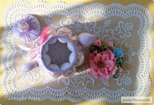 Уютный текстильный чайник станет замечательным подарком, послужит шкатулочкой для чайных пакетов, конфеток, бижутерии или других мелочей, а также может быть необычной упаковкой для небольшого подарка. фото 3