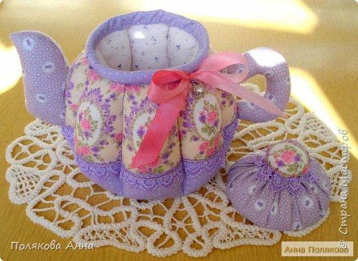 Уютный текстильный чайник станет замечательным подарком, послужит шкатулочкой для чайных пакетов, конфеток, бижутерии или других мелочей, а также может быть необычной упаковкой для небольшого подарка. фото 2