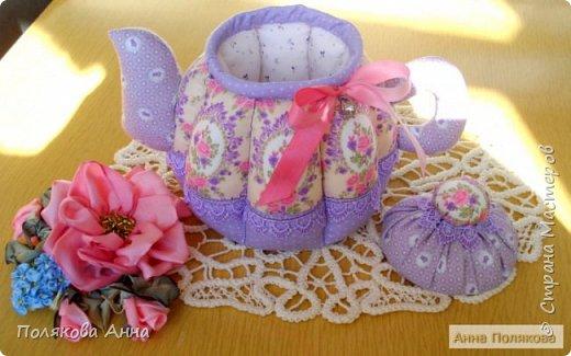 Уютный текстильный чайник станет замечательным подарком, послужит шкатулочкой для чайных пакетов, конфеток, бижутерии или других мелочей, а также может быть необычной упаковкой для небольшого подарка. фото 4