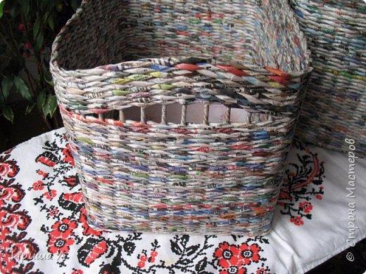 Здравствуйте, сегодня я решила выставить  первый раз свои работы, плетением занимаюсь полгода, кое что наплелось, Качество плетения еще далеко до совершенства,Размер коробочки 31х22х20, трубочки 7 см скрученные на спицу 1,5мм фото 2