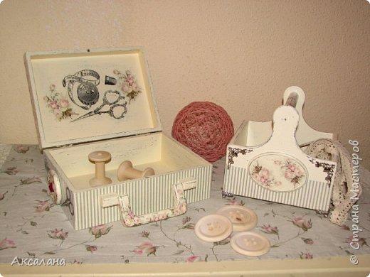 Набор который состоит из шкатулки для хранения швейных принадлежностей и корзиночки. Для каких целей использовать корзиночку я еще не придумала. фото 4