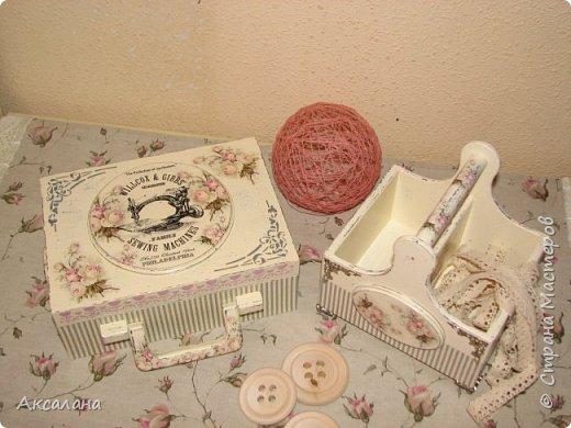 Набор который состоит из шкатулки для хранения швейных принадлежностей и корзиночки. Для каких целей использовать корзиночку я еще не придумала. фото 3