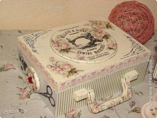 Набор который состоит из шкатулки для хранения швейных принадлежностей и корзиночки. Для каких целей использовать корзиночку я еще не придумала. фото 5
