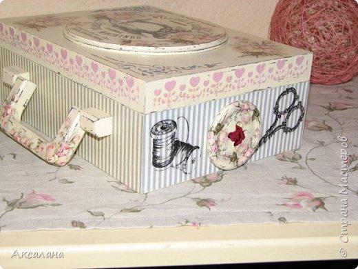 Набор который состоит из шкатулки для хранения швейных принадлежностей и корзиночки. Для каких целей использовать корзиночку я еще не придумала. фото 6