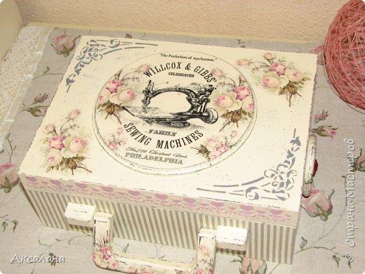 Набор который состоит из шкатулки для хранения швейных принадлежностей и корзиночки. Для каких целей использовать корзиночку я еще не придумала. фото 7