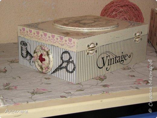 Набор который состоит из шкатулки для хранения швейных принадлежностей и корзиночки. Для каких целей использовать корзиночку я еще не придумала. фото 10