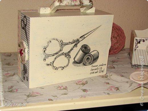 Набор который состоит из шкатулки для хранения швейных принадлежностей и корзиночки. Для каких целей использовать корзиночку я еще не придумала. фото 11