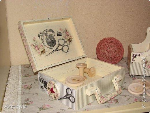Набор который состоит из шкатулки для хранения швейных принадлежностей и корзиночки. Для каких целей использовать корзиночку я еще не придумала. фото 8