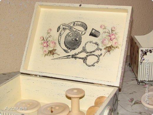 Набор который состоит из шкатулки для хранения швейных принадлежностей и корзиночки. Для каких целей использовать корзиночку я еще не придумала. фото 9