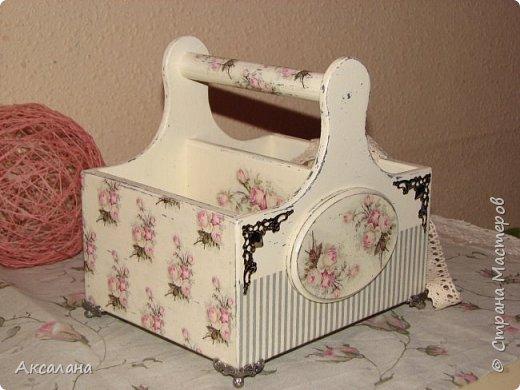 Набор который состоит из шкатулки для хранения швейных принадлежностей и корзиночки. Для каких целей использовать корзиночку я еще не придумала. фото 12