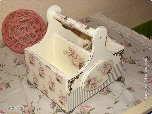 Набор который состоит из шкатулки для хранения швейных принадлежностей и корзиночки. Для каких целей использовать корзиночку я еще не придумала. фото 13