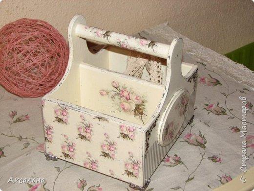 Набор который состоит из шкатулки для хранения швейных принадлежностей и корзиночки. Для каких целей использовать корзиночку я еще не придумала. фото 14