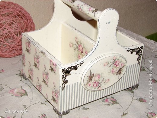 Набор который состоит из шкатулки для хранения швейных принадлежностей и корзиночки. Для каких целей использовать корзиночку я еще не придумала. фото 15