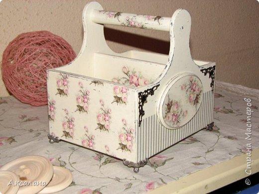 Набор который состоит из шкатулки для хранения швейных принадлежностей и корзиночки. Для каких целей использовать корзиночку я еще не придумала. фото 16