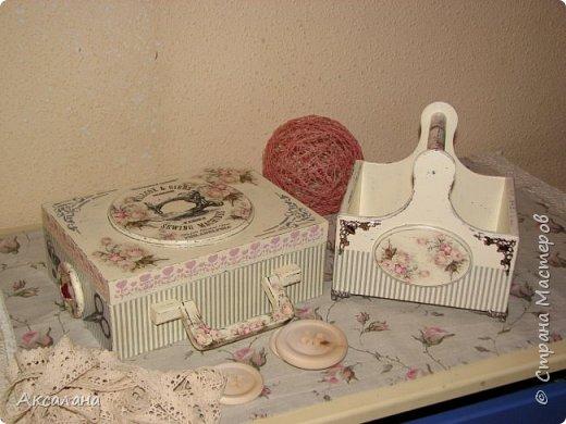Набор который состоит из шкатулки для хранения швейных принадлежностей и корзиночки. Для каких целей использовать корзиночку я еще не придумала. фото 1