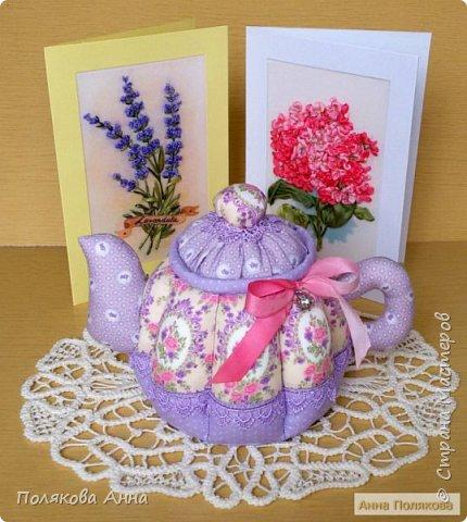 Уютный текстильный чайник станет замечательным подарком, послужит шкатулочкой для чайных пакетов, конфеток, бижутерии или других мелочей, а также может быть необычной упаковкой для небольшого подарка. фото 7