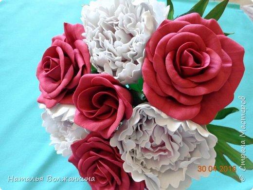 Букет роз и пионов фото 1