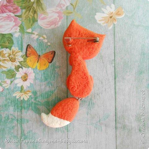 Лисичка из полимерной глины с болтающимся хвостиком))))))))) Вдохновлялась лисичками автора @evrizclay (ник в инстаграм) фото 2