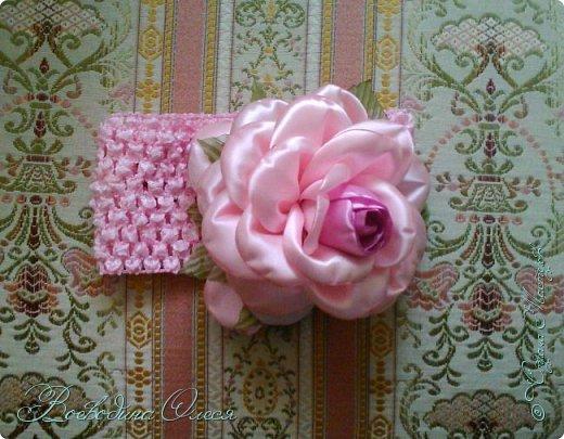 Добрый день, вот такие повязочки я сделала для племяшки. 1-я роза по МК Людмилы, не устаю ее благодарить за этот МК. Людочка, спасибо большое розочки получаются чудесные. http://stranamasterov.ru/node/713487?c=favorite  фото 2