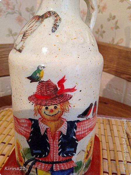 Ингредиенты: Горшочек керамический Бутылка из под пива Подставка ( подсвечник икея) Доска разделочная сосновая Салфетки Краски Битум Бечевка  Лак Оранжевое настроение фото 9