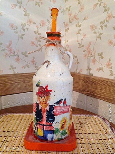 Ингредиенты: Горшочек керамический Бутылка из под пива Подставка ( подсвечник икея) Доска разделочная сосновая Салфетки Краски Битум Бечевка  Лак Оранжевое настроение фото 5