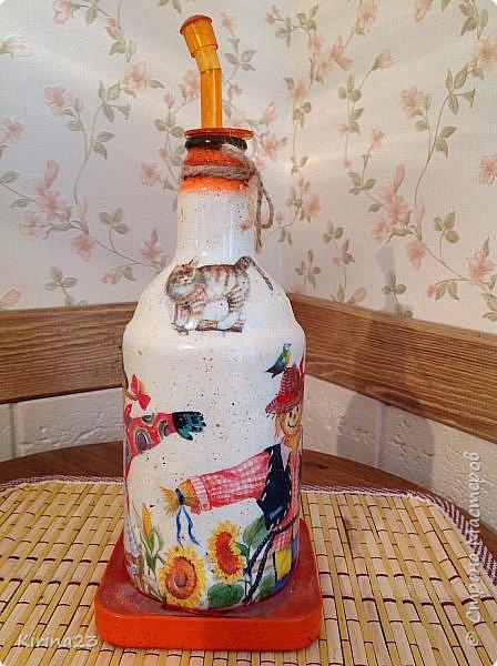 Ингредиенты: Горшочек керамический Бутылка из под пива Подставка ( подсвечник икея) Доска разделочная сосновая Салфетки Краски Битум Бечевка  Лак Оранжевое настроение фото 6