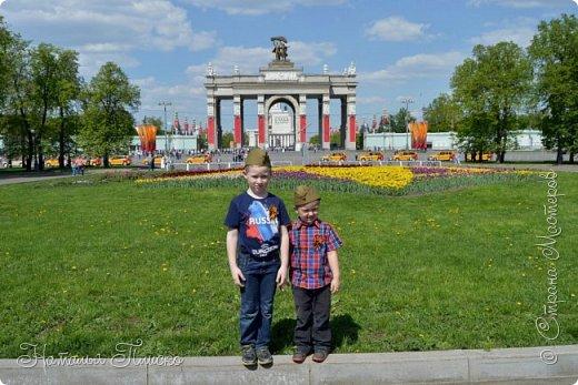 Ещё раз здравствуйте, дорогие друзья!!! В продолжение предыдущего репортажа (https://stranamasterov.ru/node/1028276) хочу рассказать вам, как мы провели День Победы в Москве. Масштабные мероприятия в этот день проходили, конечно же, по всему городу, но так как мы жили в районе ВДНХ, туда и отправились с самого утра. P.S. Картинка с сайта w-dog.ru (https://w-dog.ru/wallpaper/wot-world-of-tanks-mir-tankov-wargamingnet-bigworld-tanki-tank-tanks-tank-9-maya-den-pobedy-prazdnik-t-34-85/id/284415/). фото 2